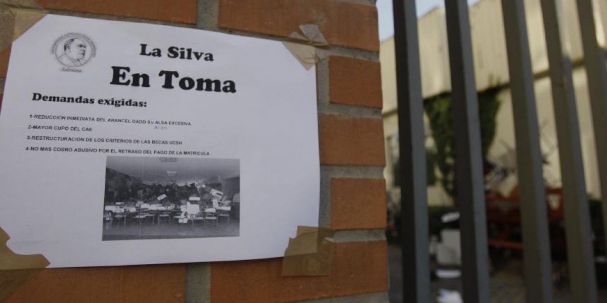 Así fue el desalojo de la Católica Silva Henríquez