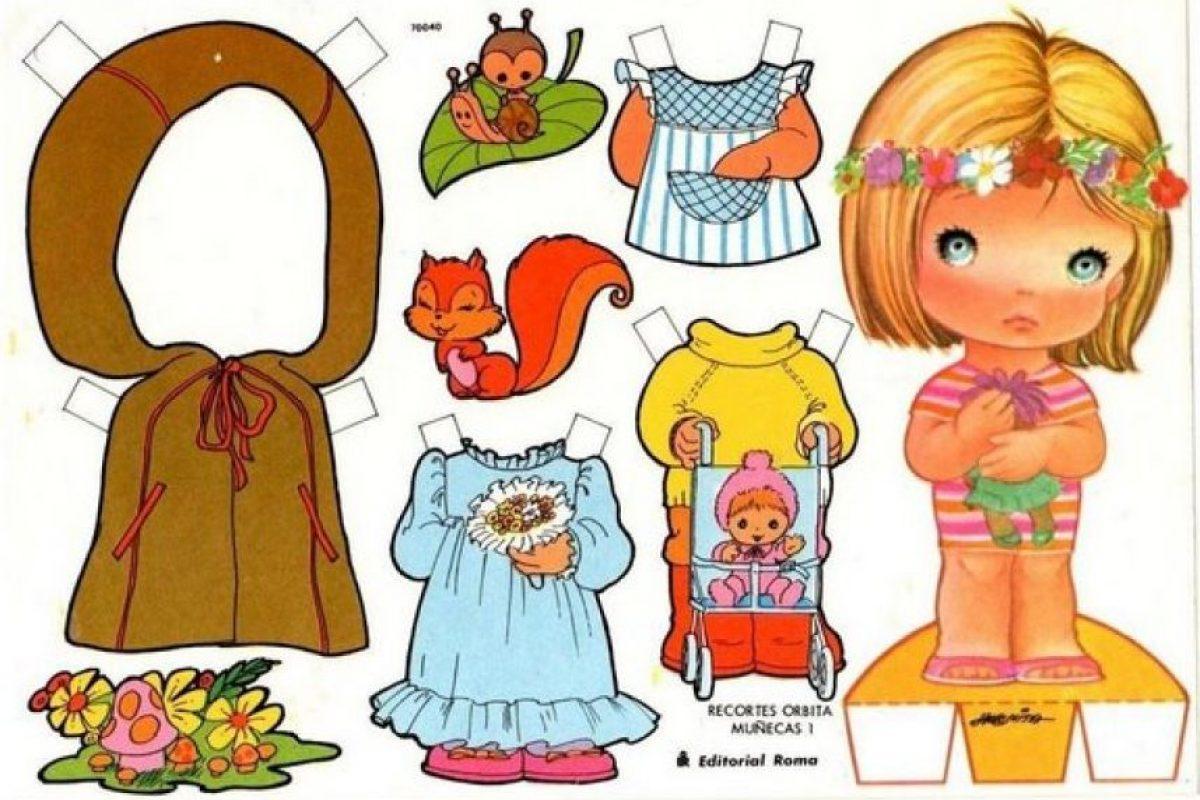 Las muñecas de papel con ropa para cambiar que se compraban en ferias y librerías. Foto:Reproducción. Imagen Por: