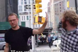 Luego de que Hollaback! sacara su video en el que se ve cómo una mujer es acosada en Nueva York, los chicos de Funny or Die se burlaron del hecho. Foto:Funny Or Die. Imagen Por: