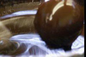 Fundada en 1999 por Fritz Knipschildt, un chef de Odense, Dinamarca. Su pieza más costosa es la trufa de chocolate oscuro, que tiene un costo de 250 dólares. Este dulce está hecho con 70% de cacao Valrhona y es espolvoreado con un fino cacao en polvo. Para probar una delicia como esta hay que hacer pedido con varios días de anticipación. Foto:Facebook/Knipschildt. Imagen Por: