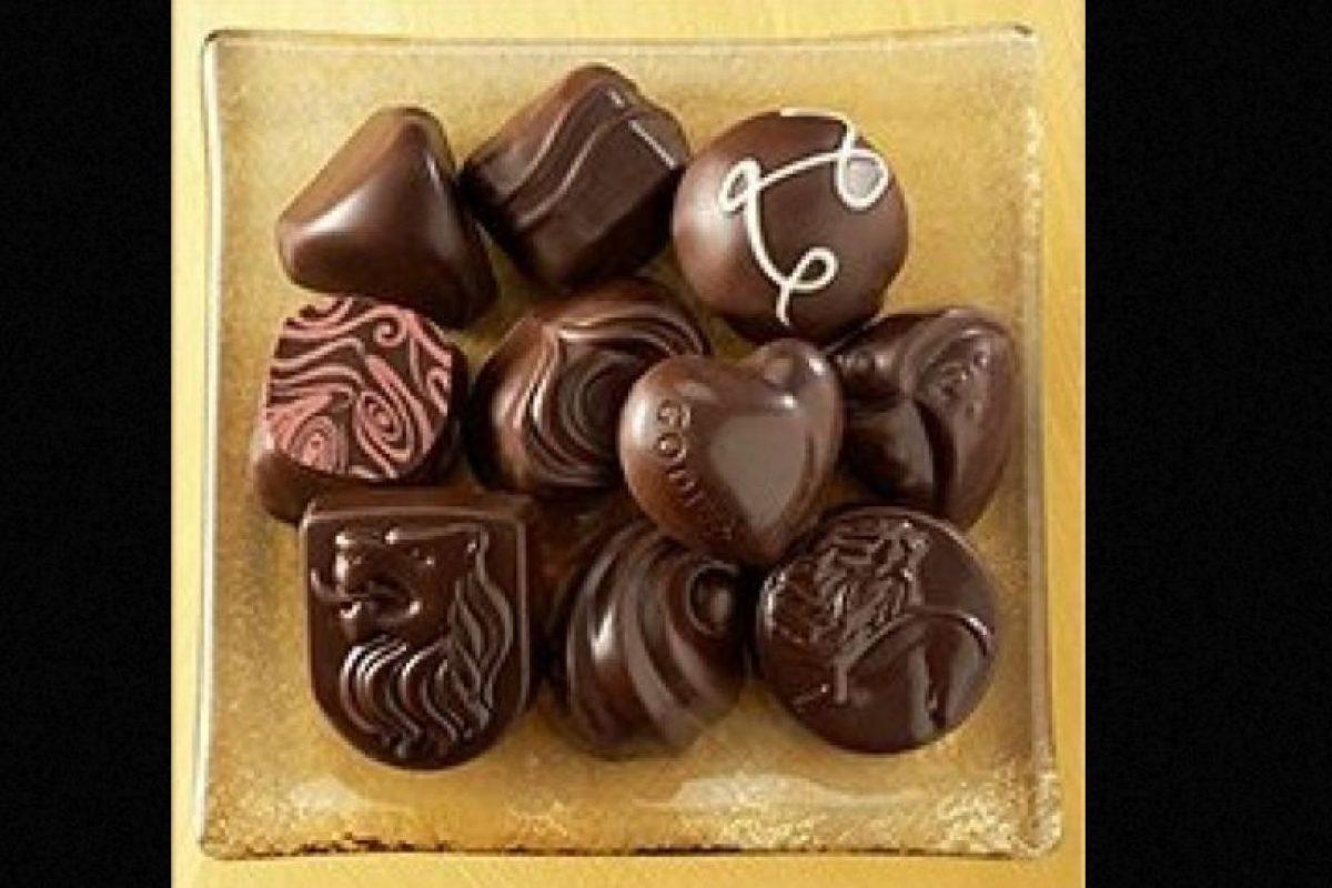Godiva Collection: Una caja con 15 chocolates artesanales, elaborados con los mejores granos de cacao y diferentes tipos de malvavisco. Esta colección alcanza el precio de 120 dólares. Foto:Pinterest/Godiva. Imagen Por: