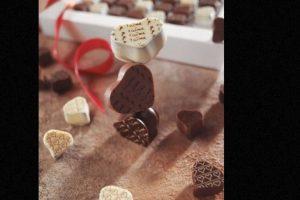 Su colección de 49 deliciosos cubos de chocolate, con diseños hechos a mano y la mejor selección de granos de cacao, los convierte en los favoritos del público. Aunque su precio de 120 dólares puede no caerle muy bien a todos. Foto:Richart Chocolates. Imagen Por: