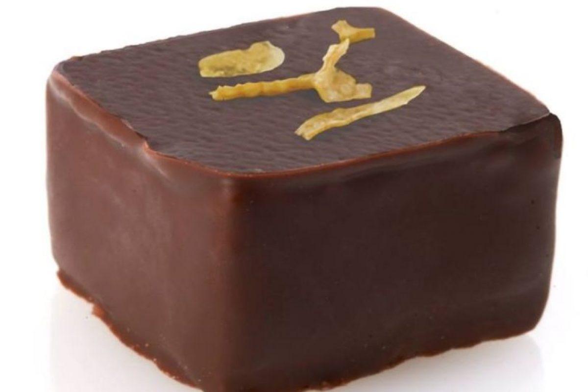 De origen venezolano, sus chocolates son obras artesanales sin conservadores. Los propietarios, Michael y Richard Antonorsi, proveprovienen de una familia de productores de cacao y han conquistado a los comensales con sus exclusivas obras que combinan especias exóticas con ingredientes naturales. Estos chocolates alcanzan los 79 dólares por cada 500 gramos. Foto:Chuao Chocolatier. Imagen Por: