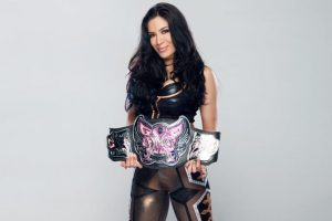 La chica de ascendencia mexicana consiguió el título dos veces Foto:WWE. Imagen Por: