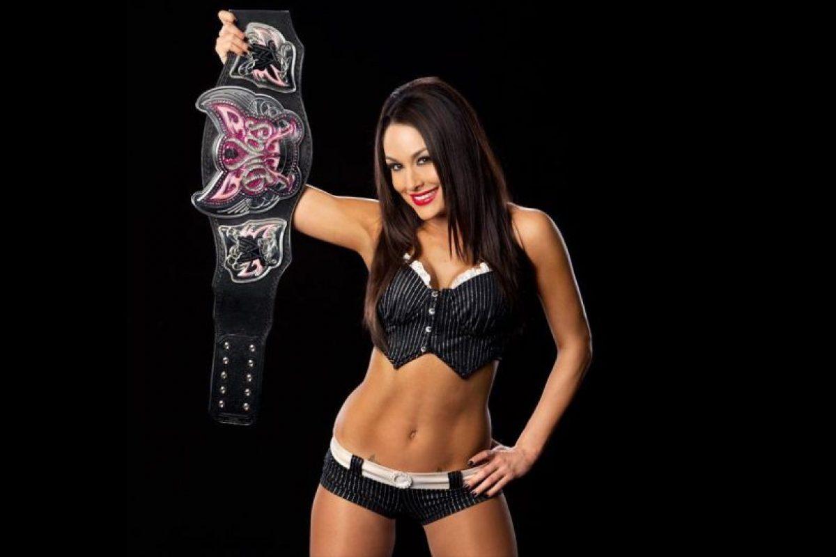 Fue la primera monarca de las Bella Twins Foto:WWE. Imagen Por: