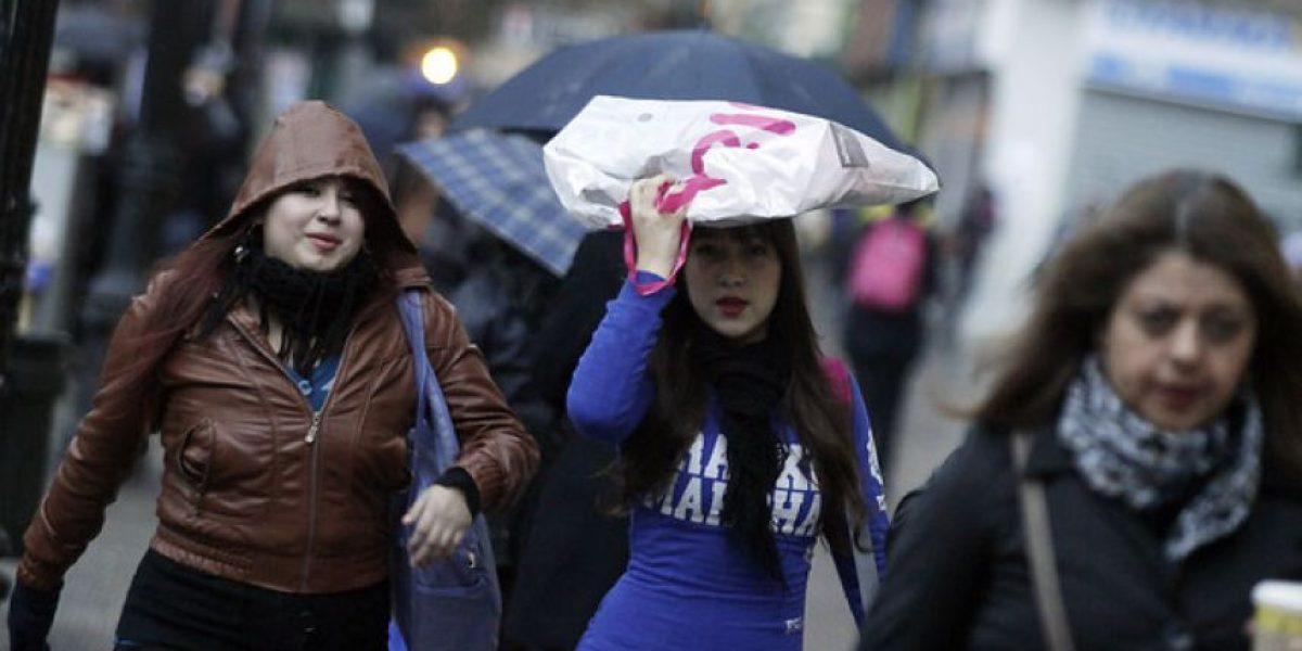 Chubascos y bajas temperaturas afectarán este fin de semana a zona central del país