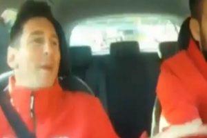 El argentino sufría mientras el defensa manejaba un Audi Foto:Youtube: FNTV – FootballNewsTV1. Imagen Por: