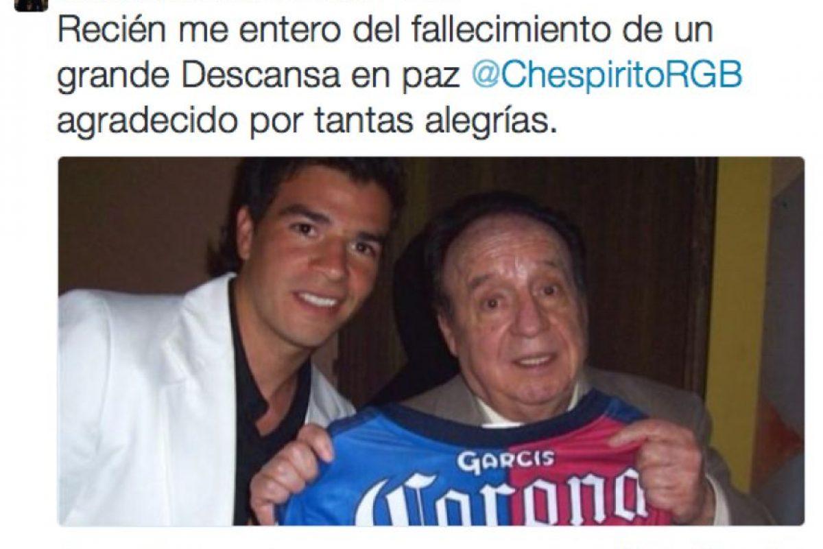 """El ex futbolista chileno Sebastián González festejaba con los personajes de """"Chespirito"""" Foto:Twitter. Imagen Por:"""