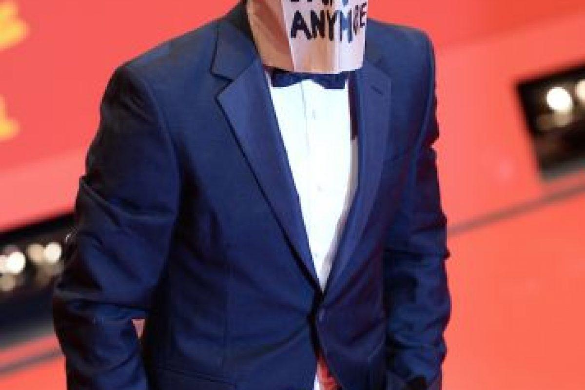 """En la premier del filme """"Nynphomaniac"""" en Berlin, el actor lució una bolsa en la cabeza con la frase """"Ya no soy famoso"""". Foto:Getty Images. Imagen Por:"""