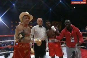 El actor y boxeador festejó su vuelta al encordado Foto:Captura de pantalla. Imagen Por: