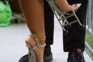 Zapatos temáticos. Foto:Poorly Dressed. Imagen Por: