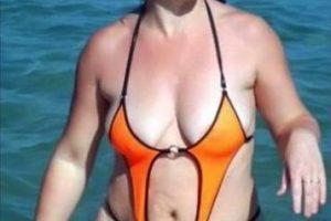 Ella eligió el bañador más chico del mercado. Foto:Poorly Dressed. Imagen Por: