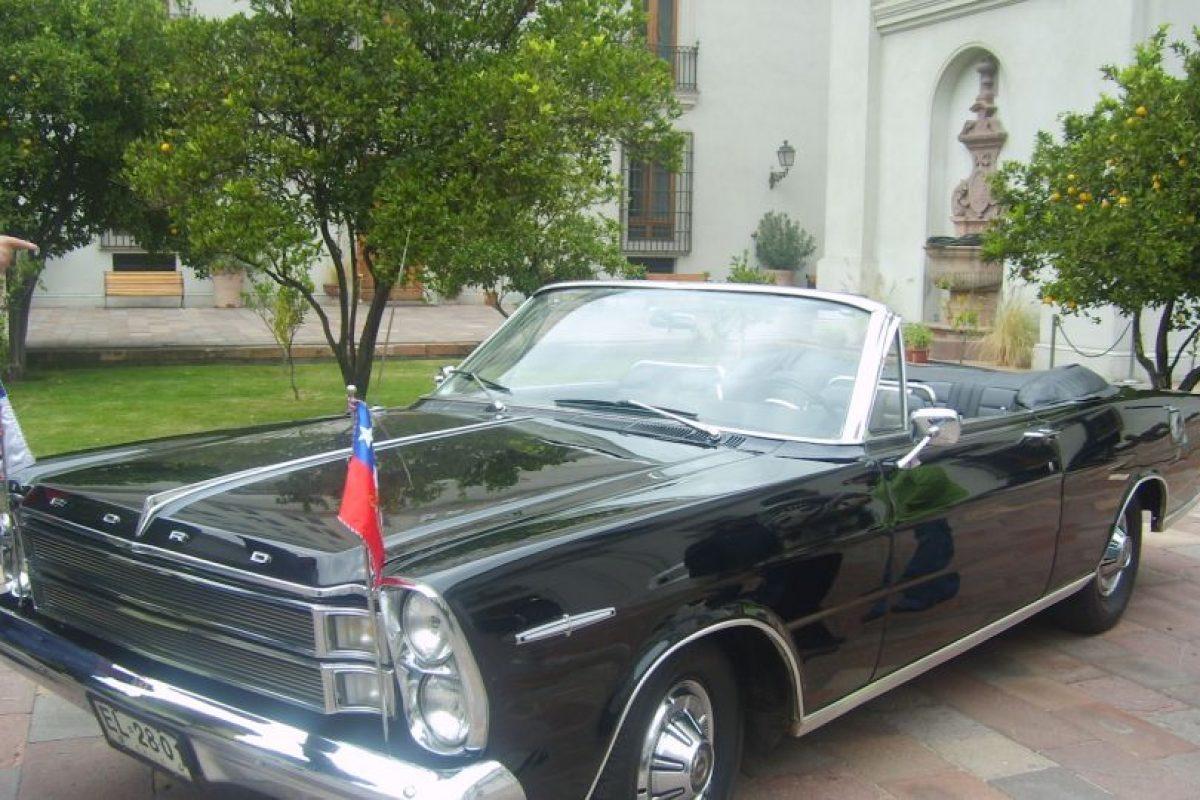 El 21 de mayo y en las Fiestas Patrias, utiliza un Ford Galaxie 500XL, el cual fue regalado por la Reina Isabel II de Reino Unido. Foto:Wikimedia.org. Imagen Por: