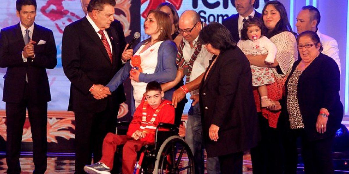 Con Bachelet, los ministros y el Niño Símbolo se inicia la #Teletón2014