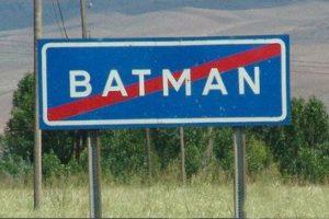 Batman: Ciudad petrolera ubicada en Turquía, con poco más de 310 mil habitantes. Su nombre viene del río Batman, que pasa por dicha ciudad. Foto:Reproducción. Imagen Por: