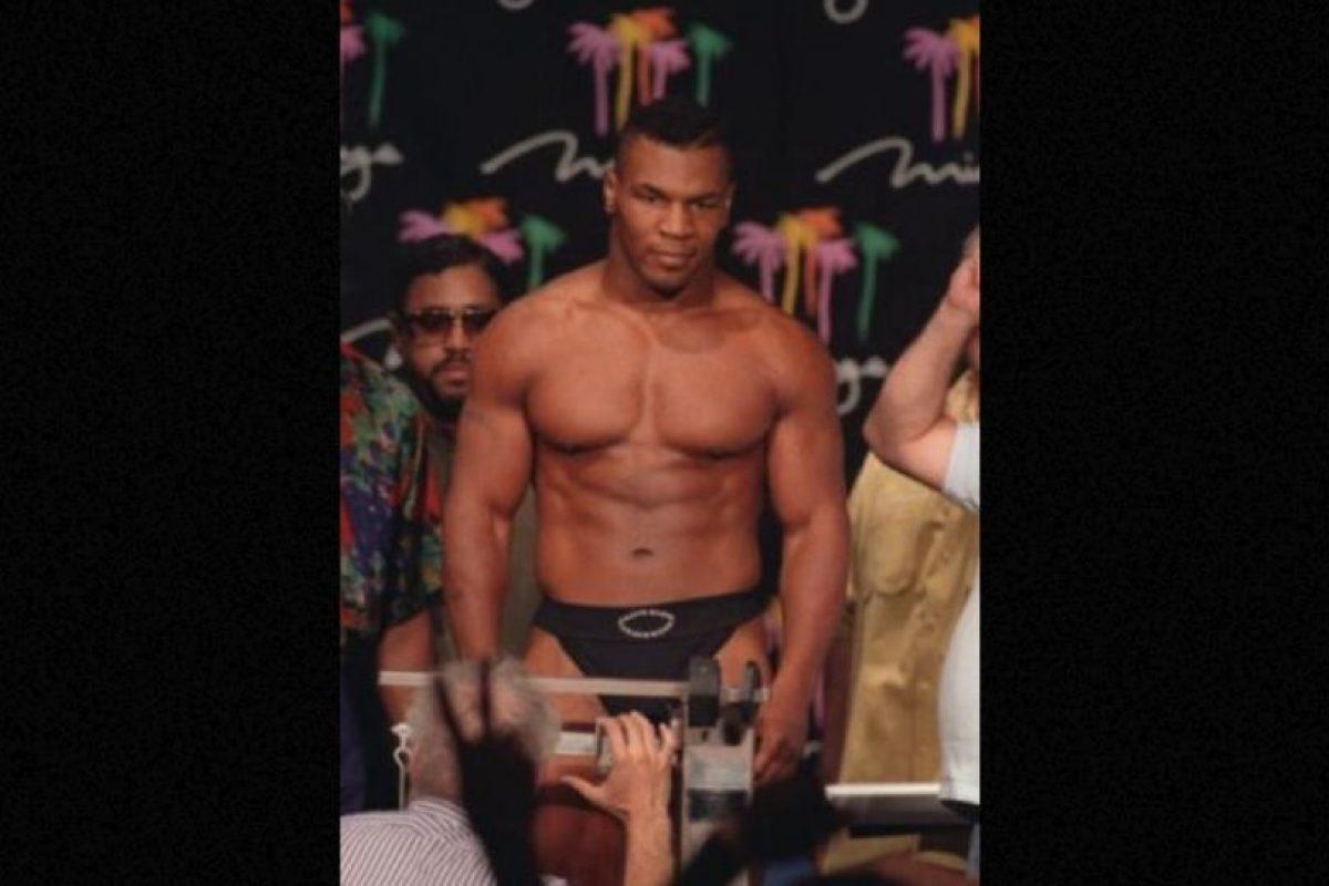 Mike Tyson: Pasó tres años en prisión por haber violado a una mujer. Después de eso pudo continuar boxeando e incursionar en películas cómicas. Foto:Getty Images. Imagen Por: