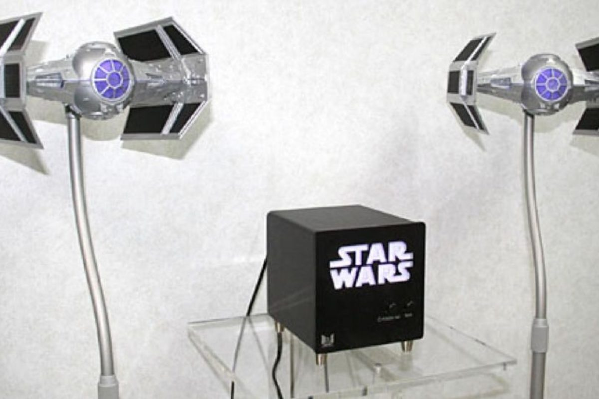 25. Altavoces Foto: http://gizmodo.com/244069/awesome-tie-fighter-speakers-flew-out-of-star-wars-and-into-your-living-room. Imagen Por: