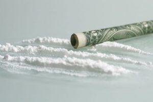 ¡Impactante! Vean cuántas horas de vida pierden si consumen sustancias adictivas Problemas gástricos y paranoia son algunos de los efectos secundarios de la cocaína. Foto:Wikipedia. Imagen Por: