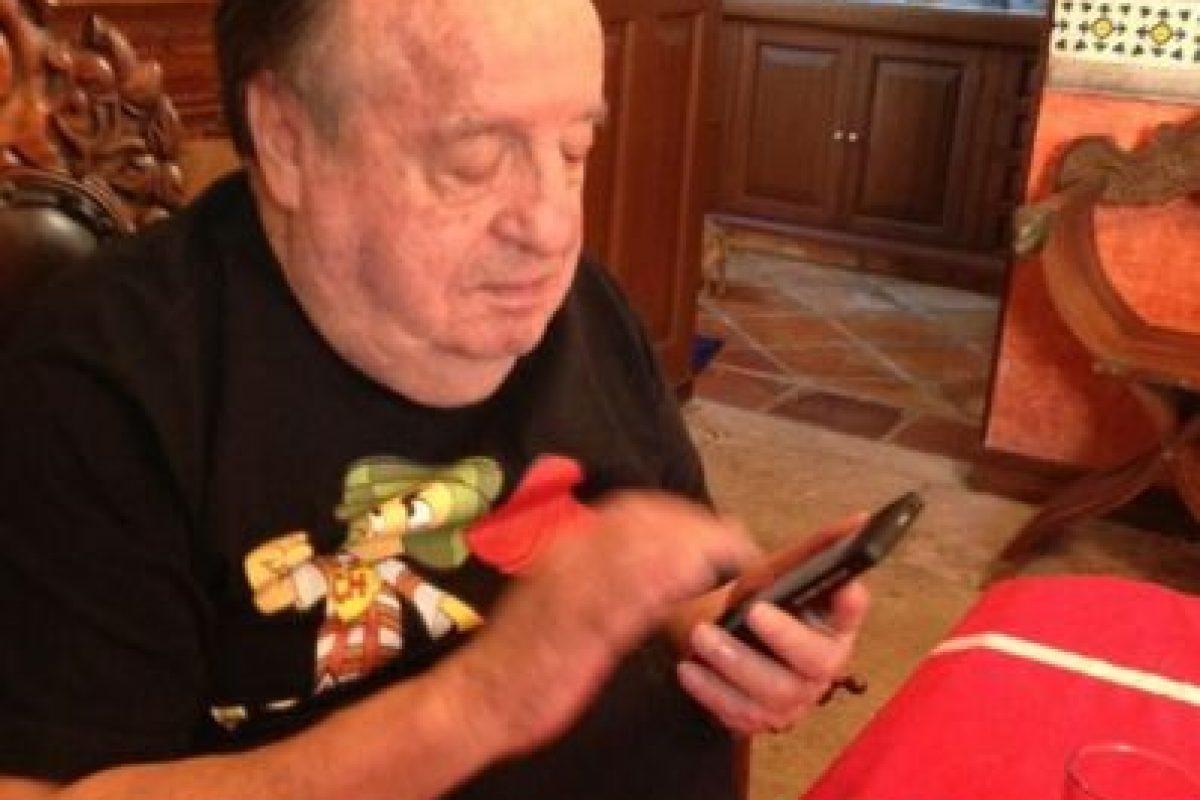 En 2011 crea su Twitter. Llega a millones de seguidores en semanas. Foto:Roberto Gómez Bolaños/Facebook. Imagen Por:
