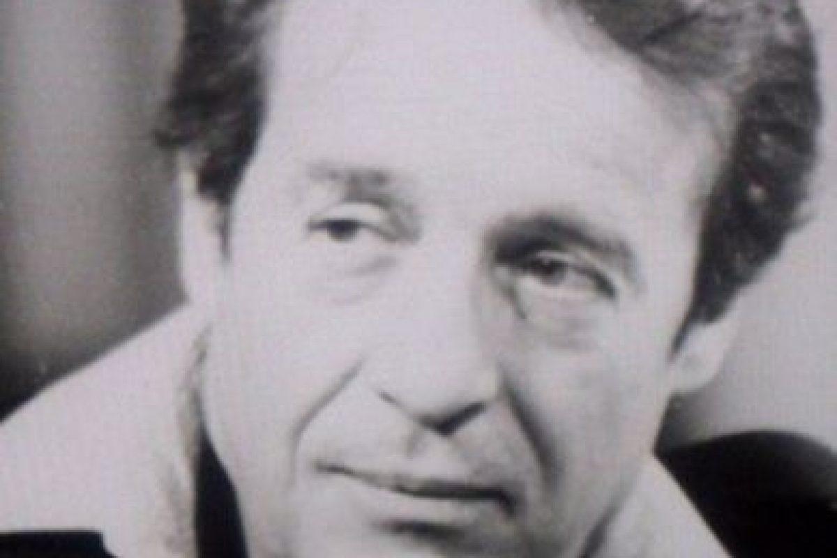 Estudió en la UNAM pero nunca se graduó. En los años 50 trabajaba en una agencia de publicidad hasta que vio un anuncio en el periódico en el que buscaban aprendices de guionista para televisión Foto:Roberto Gómez Bolaños/Facebook. Imagen Por:
