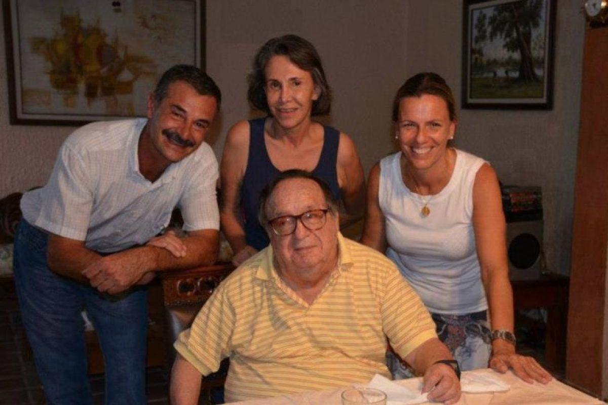 Acá, con unos amigos y Florinda Meza en Cancún Foto:Roberto Gómez Bolaños/Facebook. Imagen Por: