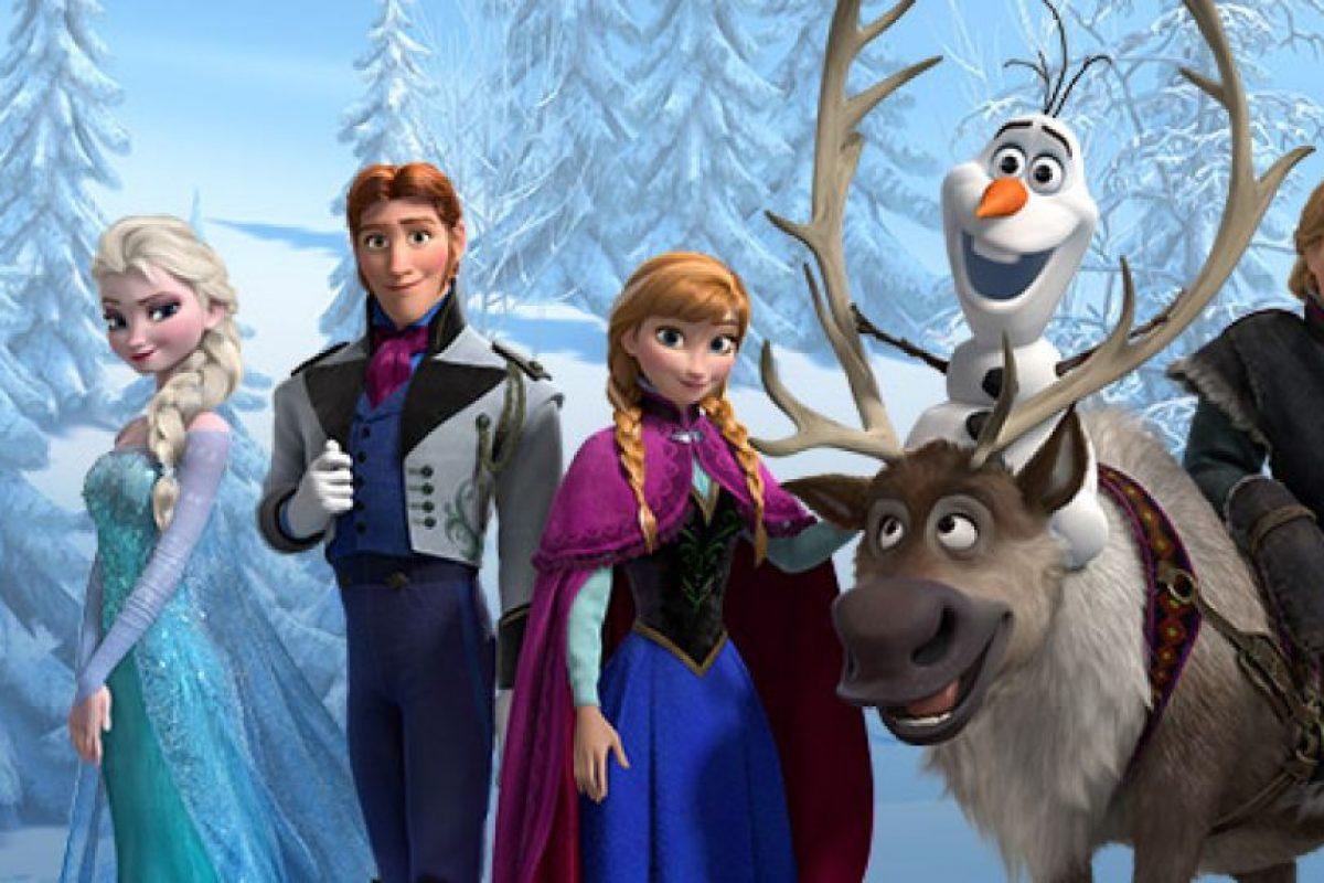 """Los personajes Hans, Kristoff, Anna y Sven llevan ese nombre en honor a Hans Christian Andersen, escritor danés autor de los cuentos """"Patito feo"""" y """"La sirenita"""". (Al nombrar los nombres de estos cuatro personajes juntos parece que se pronuncia el nombre del escritor) Foto:Facebook/Frozen. Imagen Por:"""