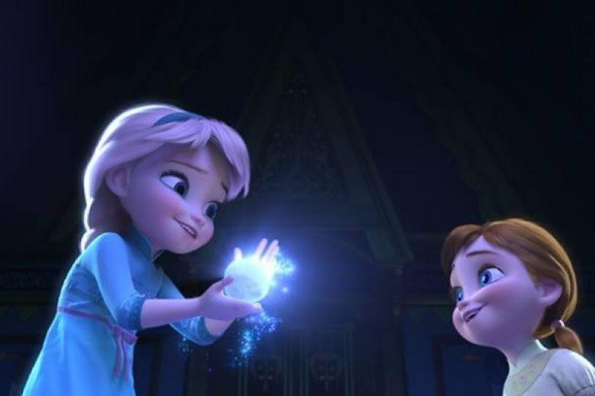 Como Elsa es la mayor usa una trenza, mientras que Anna lleva dos por ser la menor Foto:Facebook/Frozen. Imagen Por: