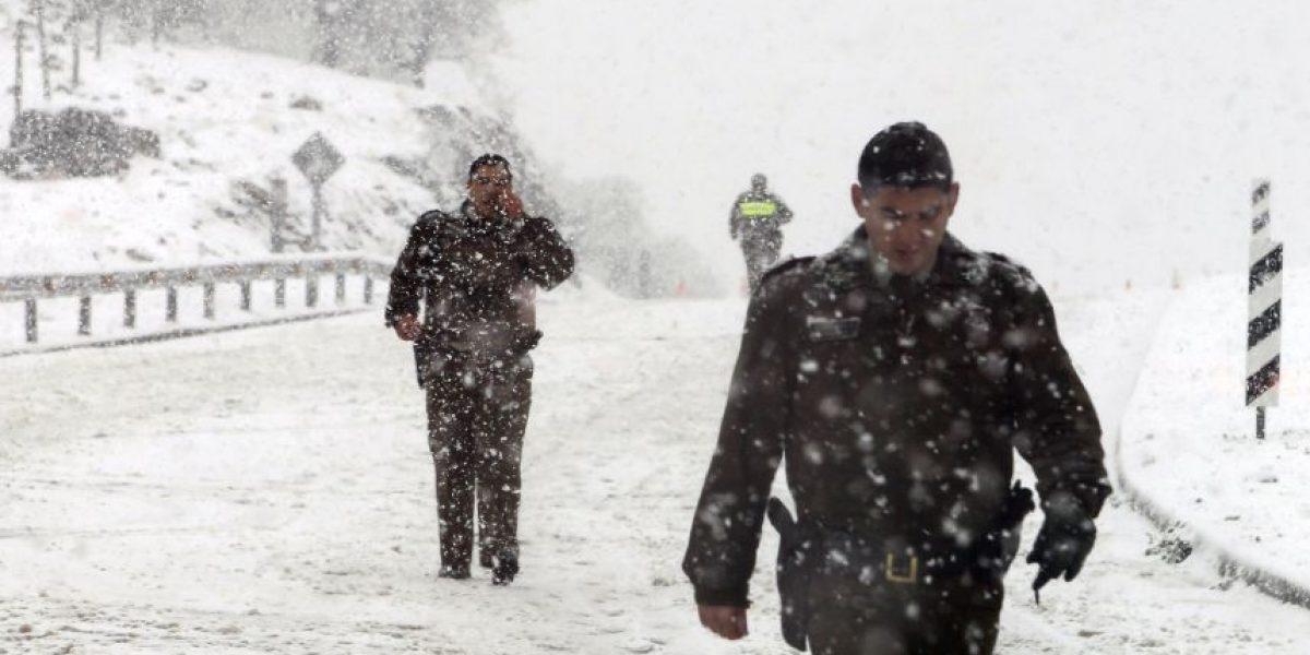 Bomberos acude en rescate de un grupo de ciclistas atrapados por la nieve en camino a Farellones