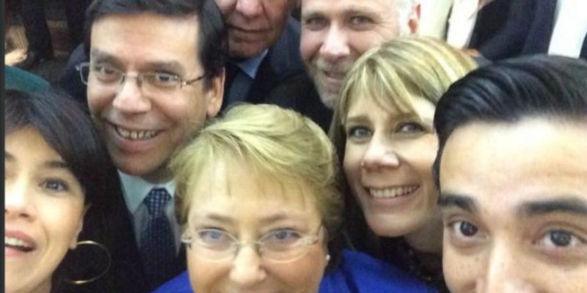 Hasta Michelle Bachelet y sus ministros se tomaron una #Selfietón