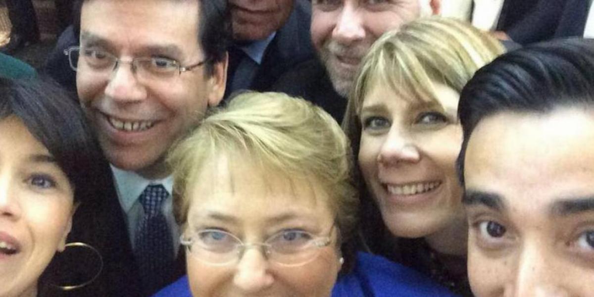 Bachelet y sus ministros se sumaron a la selfieton
