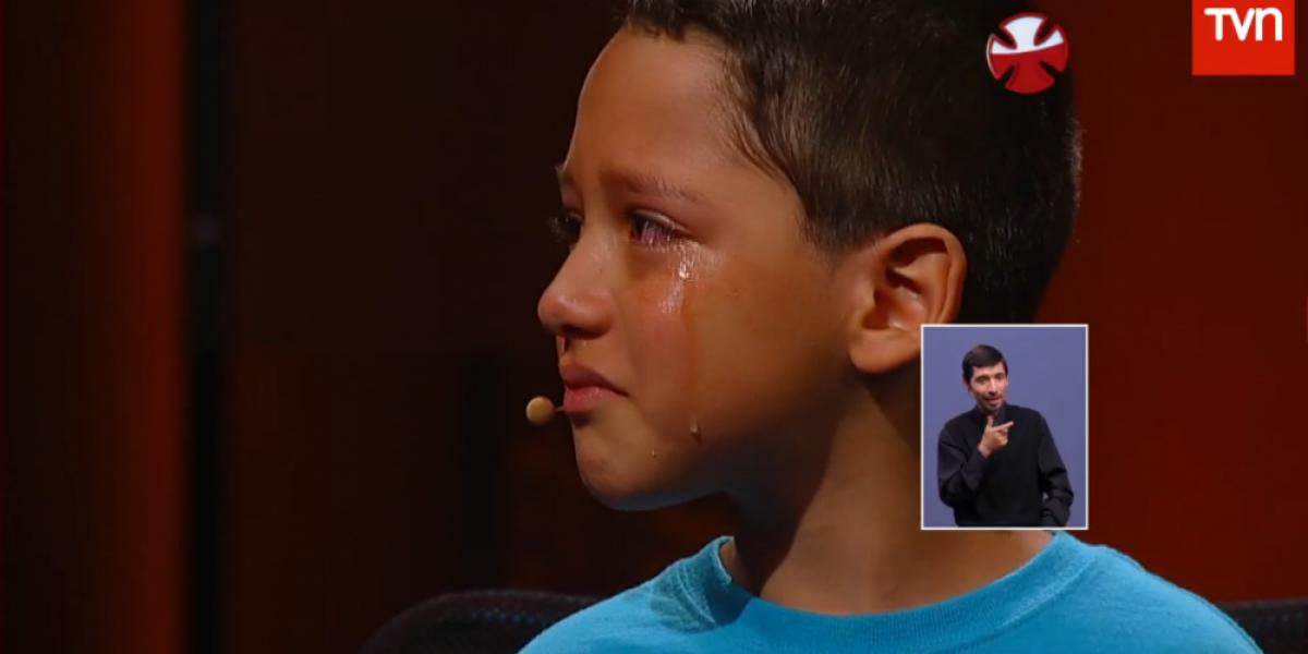 Niño que sufrió bullying en el colegio los hizo llorar a todos en Teletón 2014