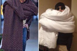 La enorme bufanda de Lenny Kravitz ha generado tendencia en redes. Y también todo tipo de burlas. Foto:Twitter. Imagen Por: