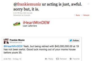 """A Frankie Muniz, conocido por 'Malcolm', lo atacaron diciéndole: """"Actúas raro"""". Este respondió: """"Sí, pero retirarse a los 19 con 40 millones de dólares no es tan raro. Buena suerte mudándote de la casa de tu madre a tus 35"""" Foto:Twitter. Imagen Por:"""