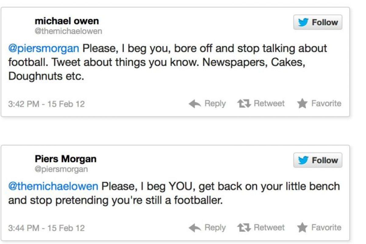 """El exfutbolista Michael Owen contra Piers Morgan. Este le dice: """"Habla de lo que sabes. Periódicos. Tortas. etcétera"""". Piers Morgan le responde: """"Y yo te pido que dejes de pretender que sigues siendo un futbolista"""" Foto:Twitter. Imagen Por:"""