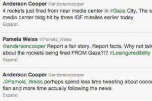 """Anderson Cooper reporta lo que pasa en Gaza. Alguien le dice: """"Reporta con datos, hechos."""" Este repsonde: """"Quizás deberías tuitear menos sobre pasteles y seguir las noticias"""" Foto:Twitter. Imagen Por:"""
