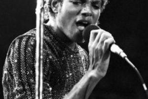 Michael Jackson comenzó a degenerar sus rasgos en los años 80 Foto:Getty Images. Imagen Por: