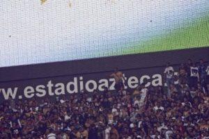 En el partido América contra Pumas se homenajeó al comediante. Foto:AFP. Imagen Por: