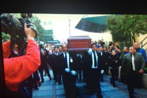 """El cuerpo de Chespirito llegó a las instalaciones de """"Televisa"""" San Ángel a las 16:21 hrs. Foto:Instagram/televisatelevisionmx. Imagen Por:"""