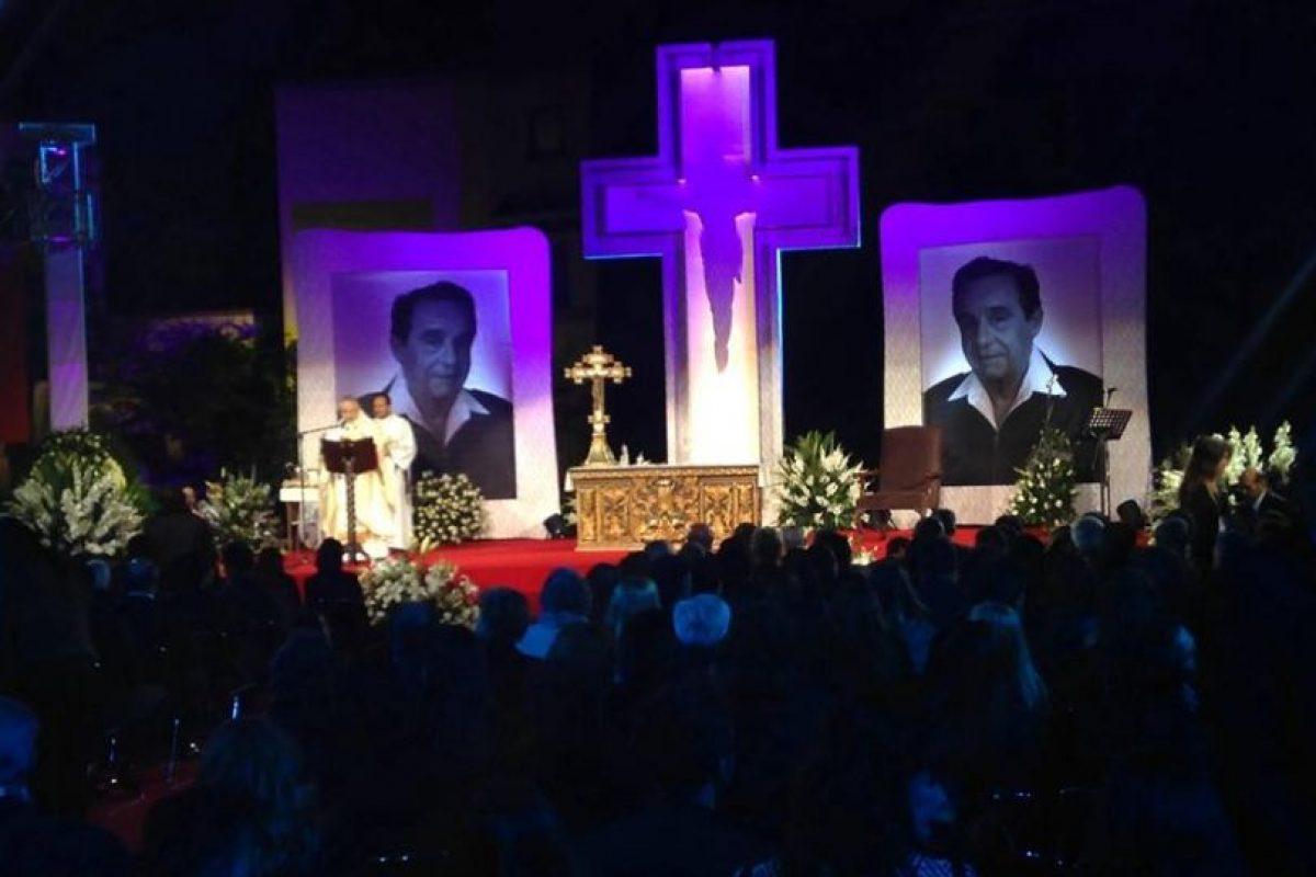 El hijo de Chespirito, Roberto Gómez Fernández acompañó a su padre en la capilla. Foto:Facebook/Televisatelevisionmx. Imagen Por: