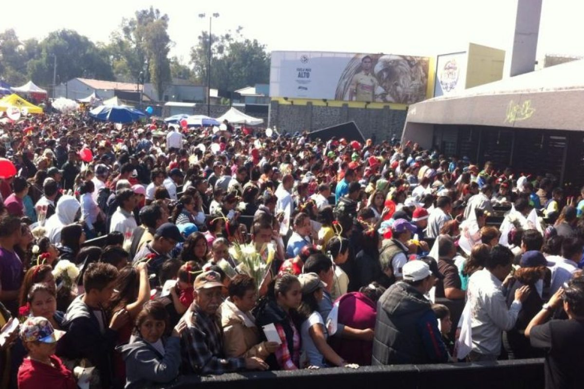 El momento en que se abren las puertas del estadio Foto:Nicolás Corte. Imagen Por: