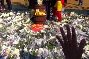Las flores que le dejaron al comediante Foto:Nicolás Corte. Imagen Por: