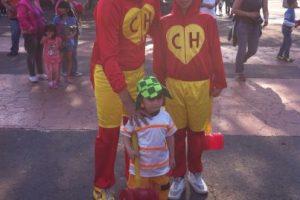 Este padre disfrazó a sus dos hijos y llegó a decirle adiós a su ídolo Foto:Nicolás Corte. Imagen Por: