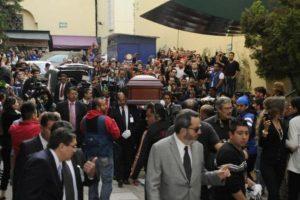 Su féretro fue trasladado dentro de los recintos de Televisa San Ángel Foto:Twitter/TelevisaTvMx. Imagen Por: