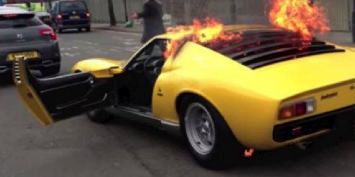 Salió del taller y su hermoso Lamborghini Miura se incendió