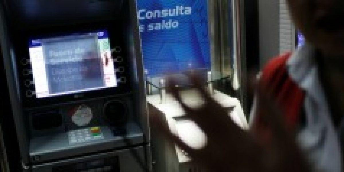 Sernac llama a personas a denunciar cajeros con problemas con aplicación web