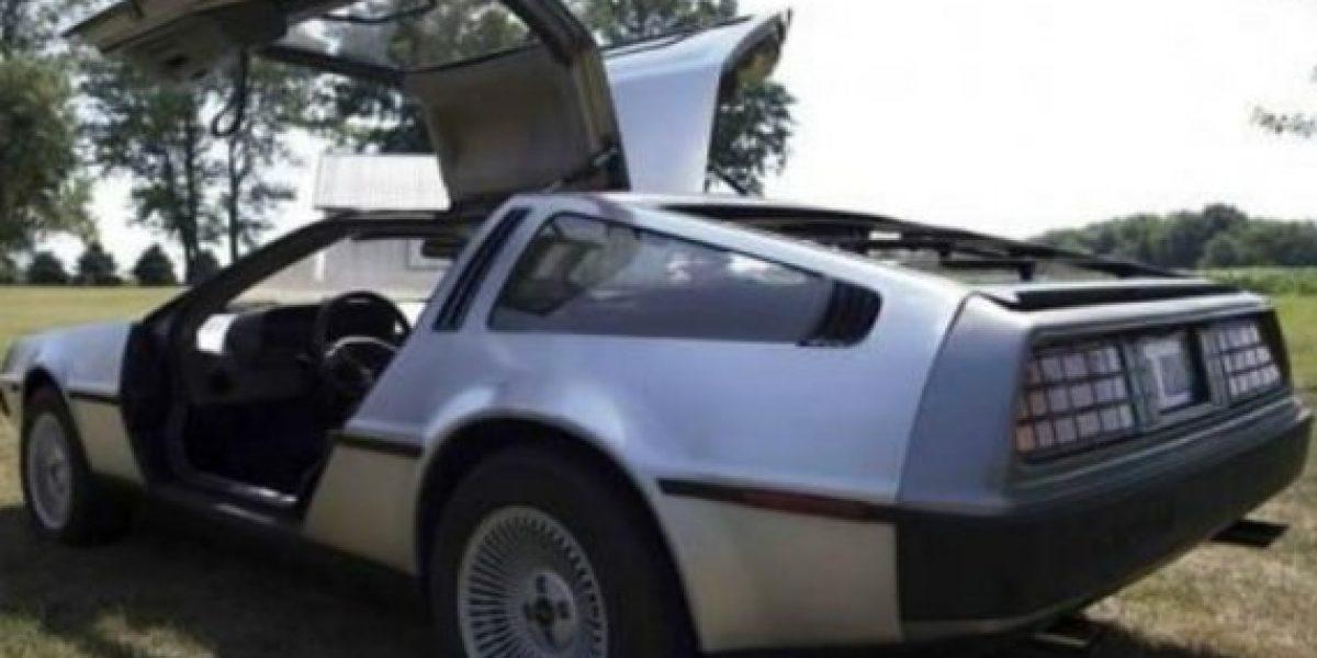 El hombre que posee la mayor cantidad de DeLorean