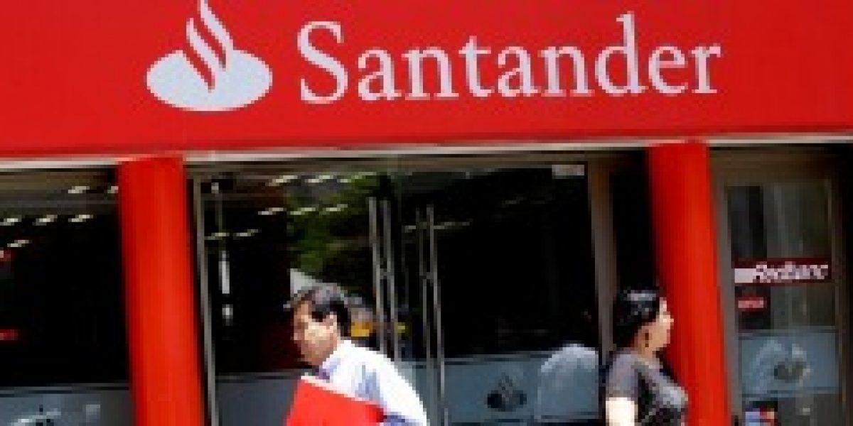 Ministro de Economía y Banco Santander acuerdan plan de contingencia por cajeros