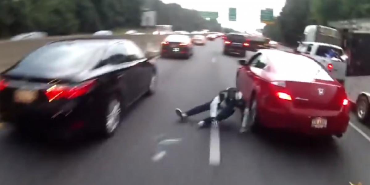 Persecución entre motociclistas queda en tremendo accidente
