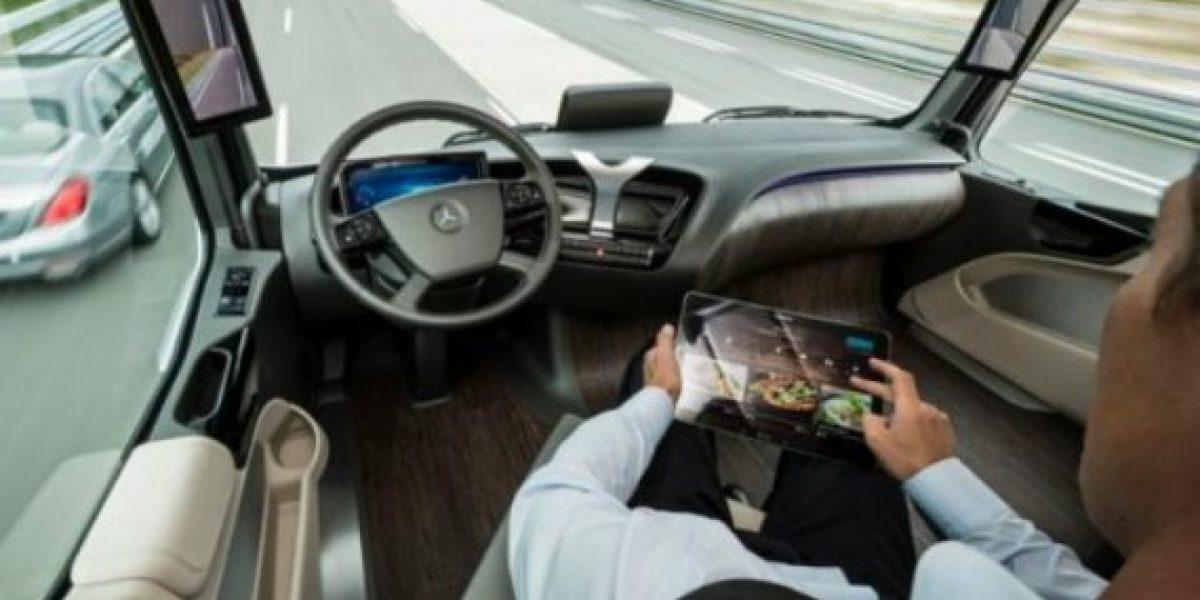 Distracciones comunes al volante que podrían costarte la vida