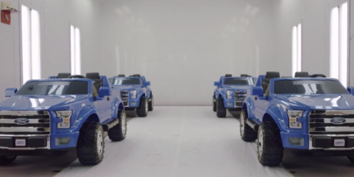 ¿Podrán cuatro F-150 de juguete sostener a una de verdad?
